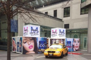 Promocube Maybelline outside look